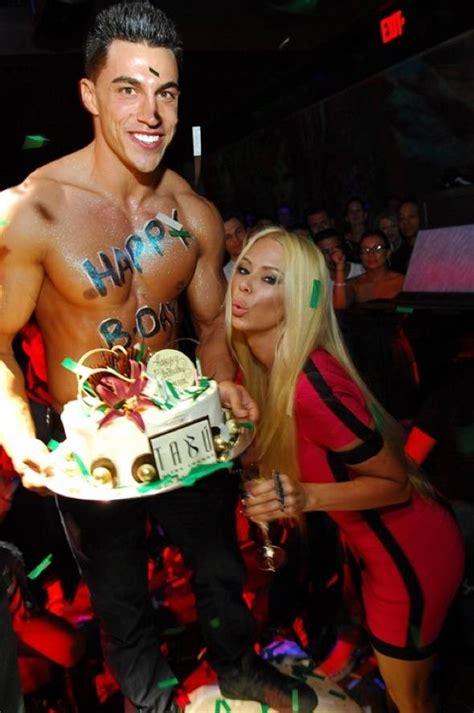 jenna jameson celebrates birthday with sea foam green hair color haute event jenna jameson celebrates her 38th birthday at