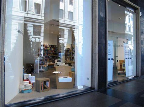 libreria rizzoli galleria vittorio emanuele rizzoli ristruttura in galleria e apre un temporary