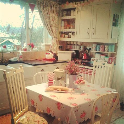 cozy kitchen ideas best 25 cottage style kitchens ideas only on