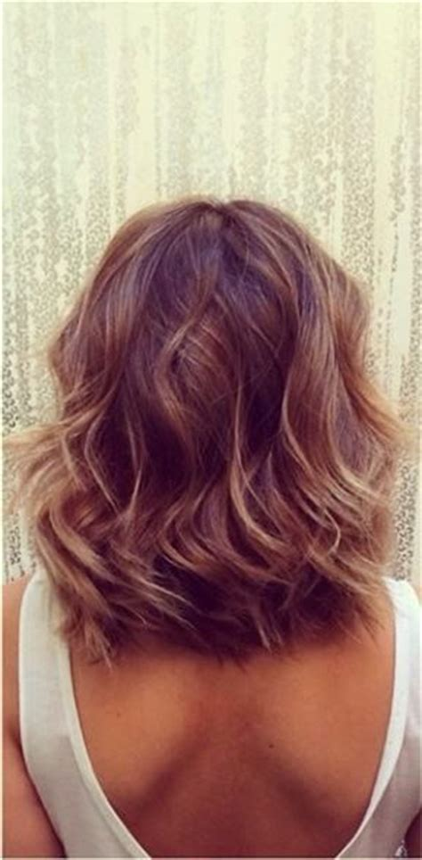 how to get beachy waves on shoulder lenght hair hairstyles for medium length hair bobs and beach waves