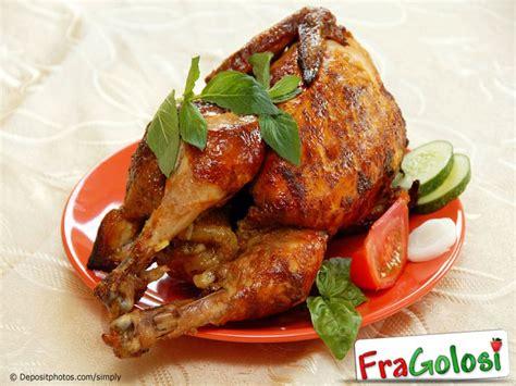 cucinare pollo intero al forno come preparare un pollo intero per la cottura al forno