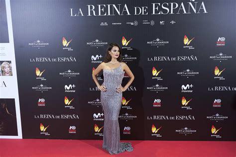 libro reinas de espaa penelope cruz photos photos la reina de espana madrid premiere zimbio