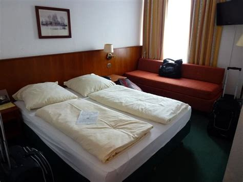 hotel double room layout bed layout in double room picture of hotel amba munich
