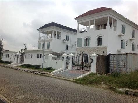 Wooden Flooring Bathroom - 6 bedroom duplex 2 floors banana island ikoyi lagos amazing property