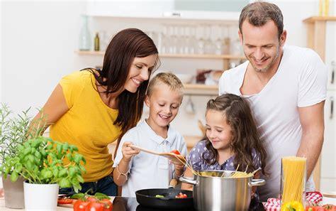en familia con karlos cocinar en familia f 225 brica de juguetes