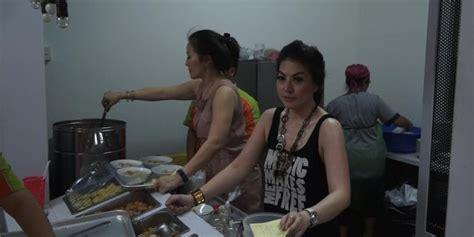 video wanita wanita seksi penjual bakso layani pembeli