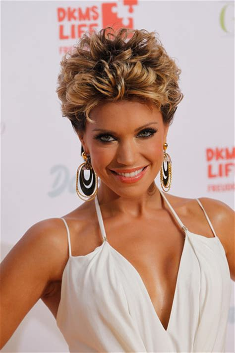 what are the current hairstyles in germany more pics of sylvie van der vaart short curls 12 of 22