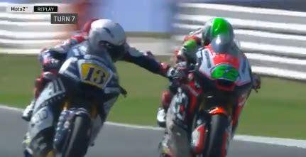 Motorradrennen In Bremse Gegriffen moto2 romano fenati greift gegner in die bremse strafe