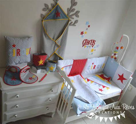 déco chambre bébé stickers chambre jaune et gris bebe