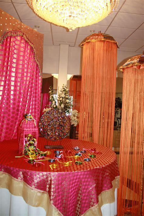 Mehndi party entrance welcome table   Meri Shaadi aka