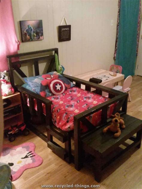How To Make A Toddler Bed Frame 25 Best Ideas About Pallet Toddler Bed On Pallet Bed Crafts Out Of Pallets
