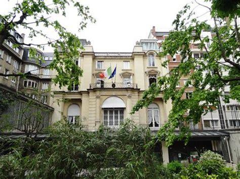 consolato generale parigi