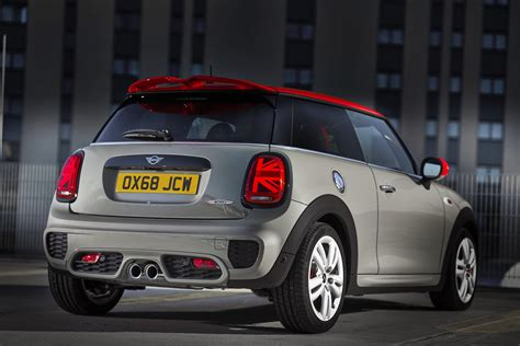 2019 mini cooper s mini reveals updated 2019 cooper s jcw for europe carscoops