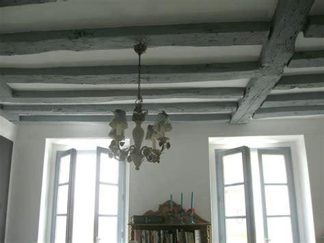 Poutre Pour Plafond by Poutre Grise Plafond Blanc Avec D Cors Mural Deco Pictural