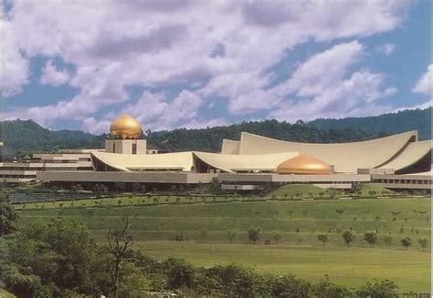 istana nurul iman garage the istana nurul iman palace built in 1984 at a cost of