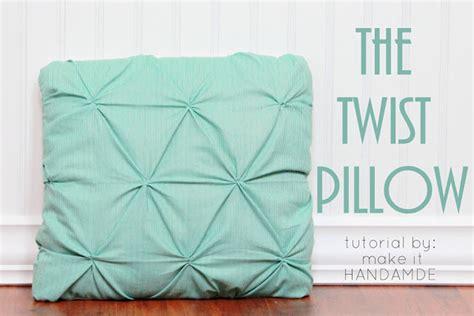 twist pillow tutorial