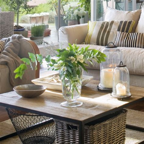Coffee Table Decorations by 26 Stylish And Practical Coffee Table Decor Ideas Digsdigs