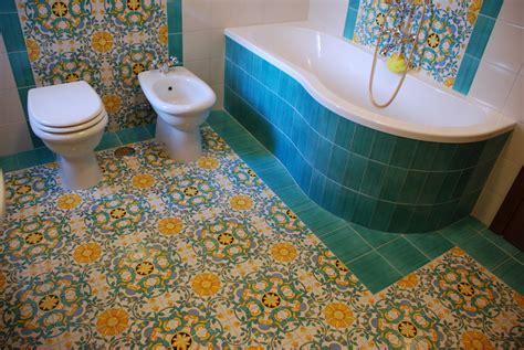 bagni ceramica vietrese foto bagno padronale in ceramica vietrese di