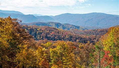 tennessee colors 5 reasons to stay at a cabin rental near gatlinburg tn