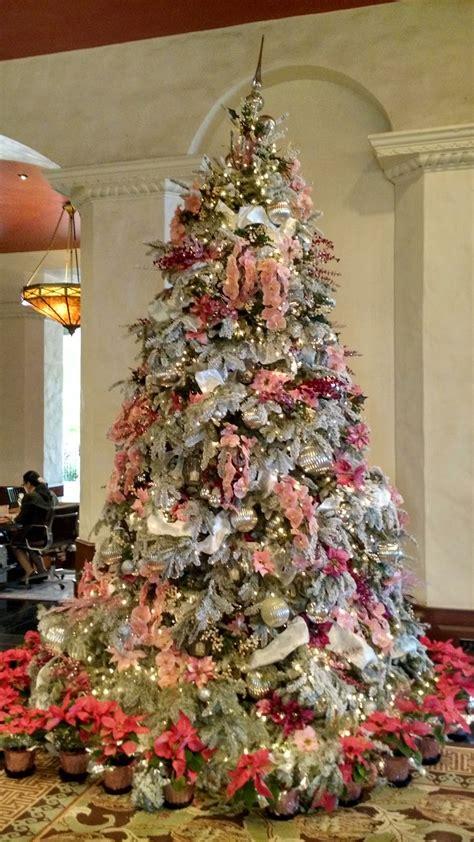 hale kuai aloha  royal hawaiian hotel christmas tree