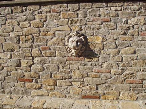 muro in pietra per interni pavimenti in finta pietra per interni