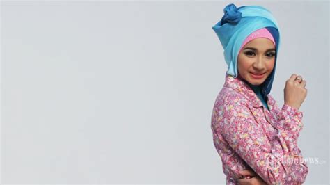tutorial hijab zoya laudya chintya bella foto foto gaya hijab laudya cynthia bella tribunnews com