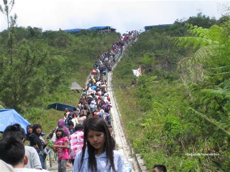 Gendongan Bayi Naik Gunung jelajah keluarga suwanto wisata keluarga ke gunung