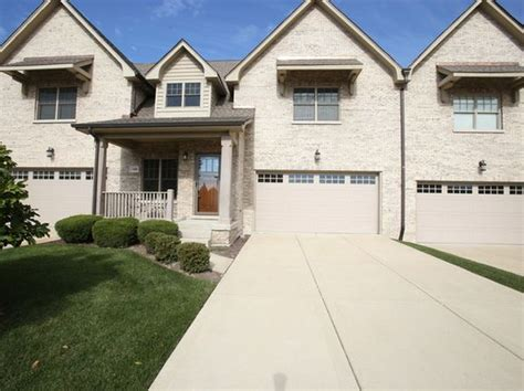 Houses For Sale In Darien Il by Darien Real Estate Darien Il Homes For Sale Zillow