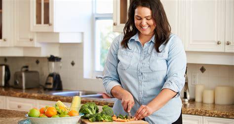 femme qui cuisine grande bretagne des cours de cuisine contre l ob 233 sit 233