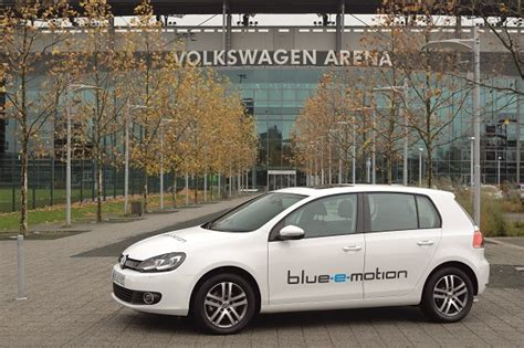 E Golf Autostadt by Golf Blue E Motion Pr 228 Miere In Wolfsburg Automobil Blog