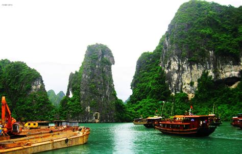 tow boat us city island some famous islands in halong bay hanoi to halong bay