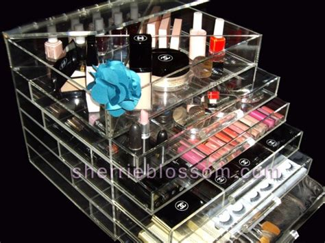 kim kardashian makeup organizer in her bathroom kardashian clear makeup organizer the icebox icebox