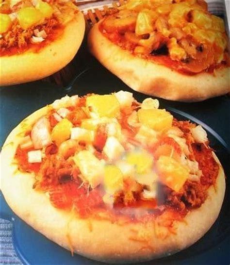 proses membuat pizza roti pizza