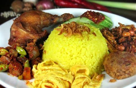 cara membuat nasi kuning lengkap dengan lauk pauknya resep bikin masakan nasi kuning dengan rice cooker ocim