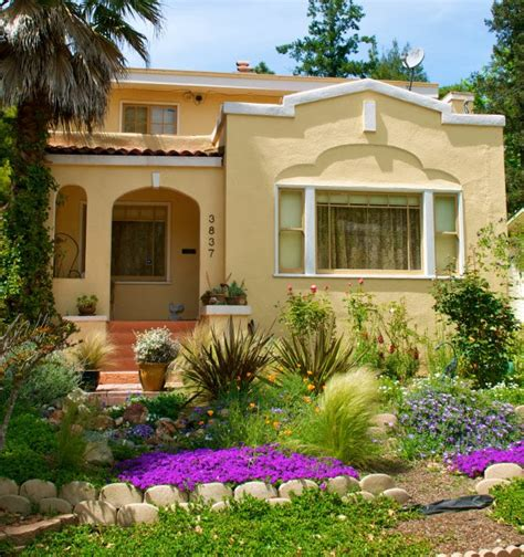 6 landscaping curb appeal ideas