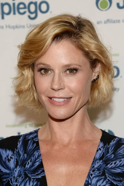 Julie Bowen Hairstyle by Julie Bowen Curled Out Bob Hair Lookbook Stylebistro
