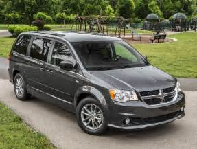 2014 dodge grand caravan front quarter view from above