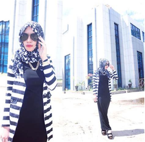 tutorial pashmina monokrom hijab style bergaya kasual modis dengan busana stripe