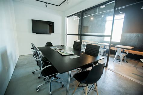 conference room meeting room rental pay per use no setup or membership fee booking available 24 7