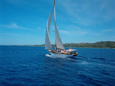 sailboat wallpaper sailboat wallpaper 1024x768 43874