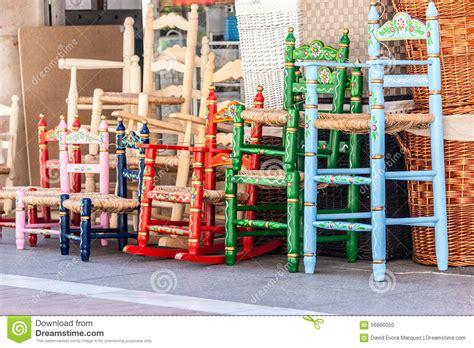 rieten stoelen kleuren verscheidene houten en rieten stoelen in verschillende