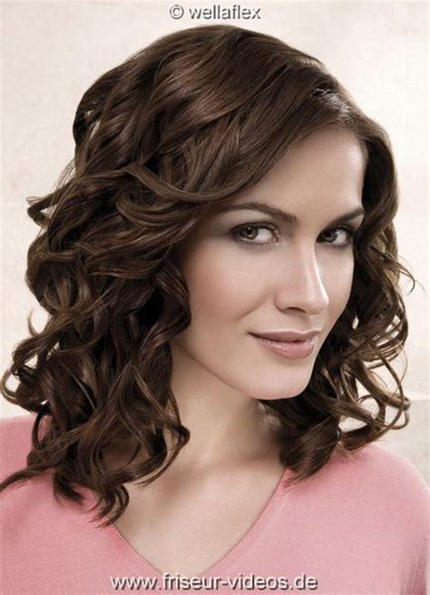 frisuren locken halblang