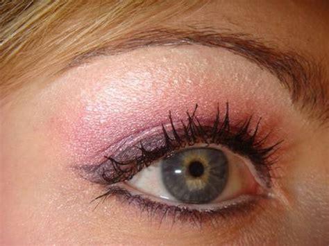 tutorial eyeliner occhi piccoli makeup tutorial nastro rosa ideale per occhi piccoli