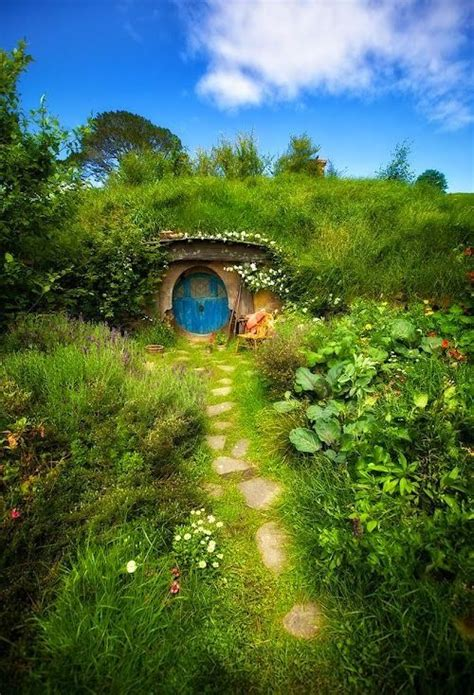 hobbit house new zealand hobbit holes pinterest