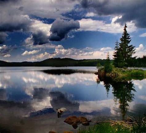 imagenes de paisajes que transmiten paz aguas pl 225 cidas bajo un cielo parcialmente nublado y con