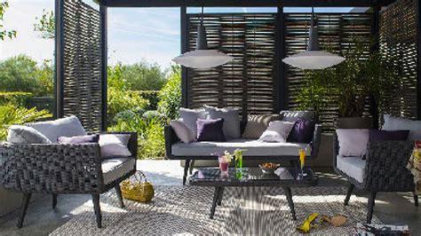 Supérieur Salon De Jardin Resine Pas Cher #1: salon-de-jardin-castorama-sur-terrasse-en-bois.jpg