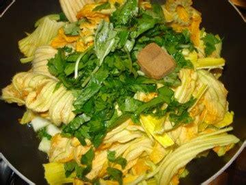 fiori di zucca preparazione paccheri ai fiori di zucchine dolci e non
