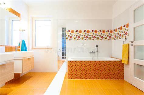 orange fliesen neues zeitgen 246 ssisches badezimmer mit orange fliesen