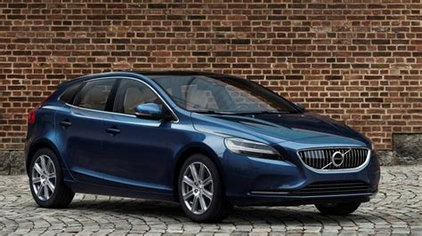 volvo hatchback volvo v40 hatchback carbuyer