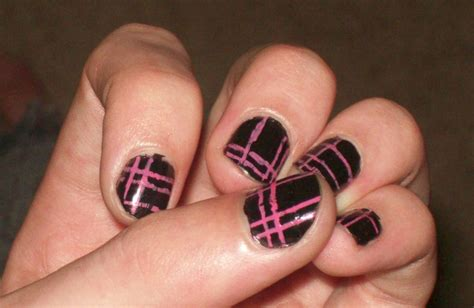 easy nail art black and pink pink and black plad nail art by emokitty1234 on deviantart